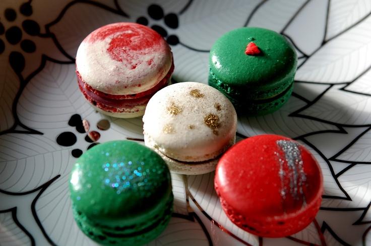 Christmas themed macarons | Christmas Wedding ideas | Pinterest