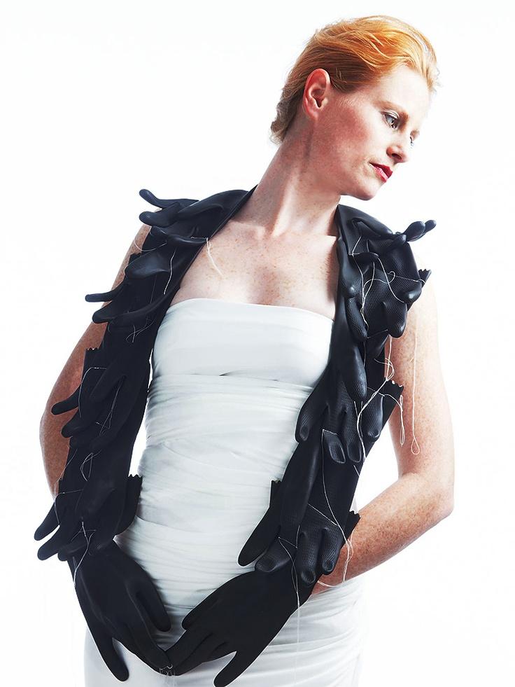 Camilla Prasch, - Handschuhkette Gummi neckpiece, rubber gloves
