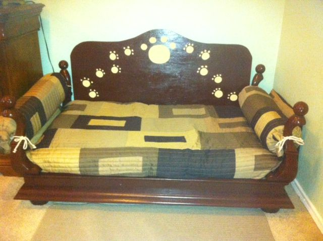 Dog bed made from recycled coffee table craft ideas for Dog bed table