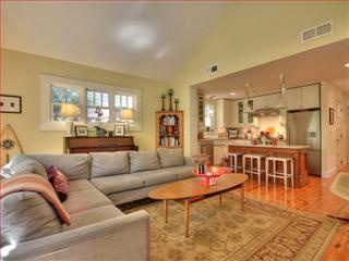 Open floor plan family room/kitchen