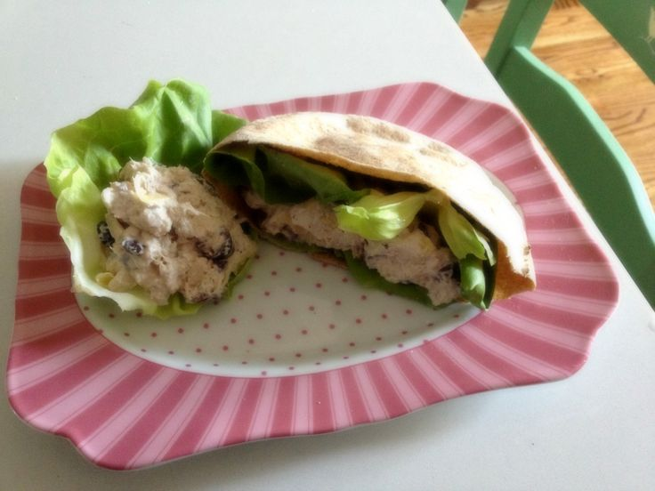 Pita Sandwich With Chicken, Hearts Of Palm & Chimichurri Dressing ...