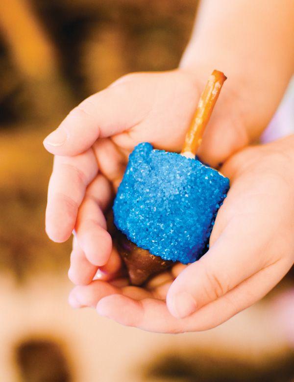 DIY Tutorial: Marshmallow Dreidels (+ FREE Happy Hanukkah Printable)