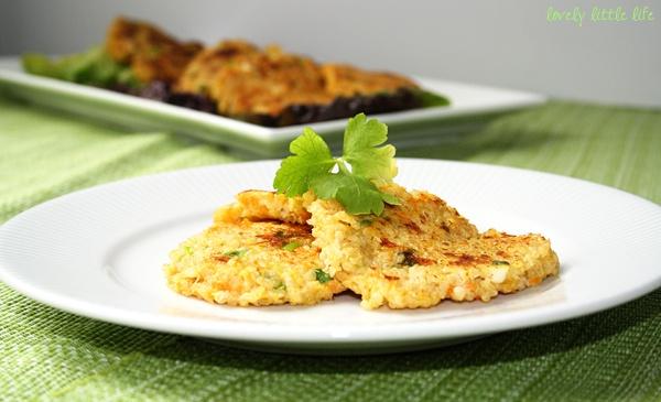 Cheesy quinoa fritters | YUM! OMG | Pinterest