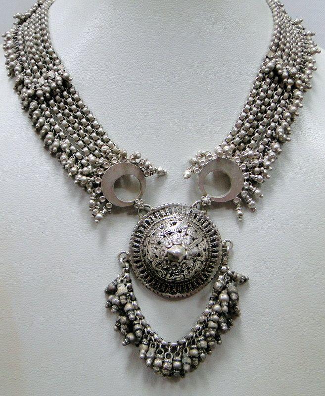 Vintage Silver Necklaces 108