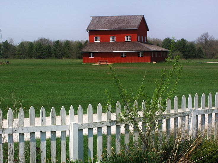 Unusual Shape Barn Or House Or Both Farms Ranches