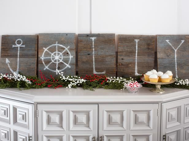 Driftwood signage for a coastal-themed holiday.