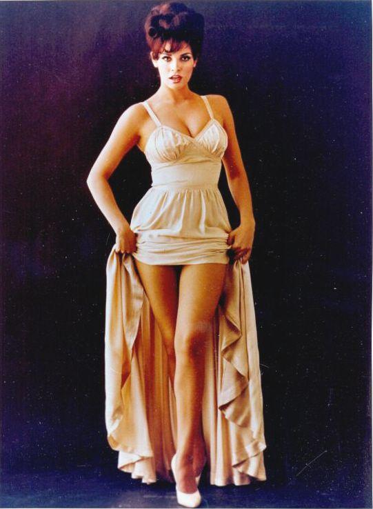Raquel Welch B Raquel Welch Pinterest Y Beautiful Andy Legs