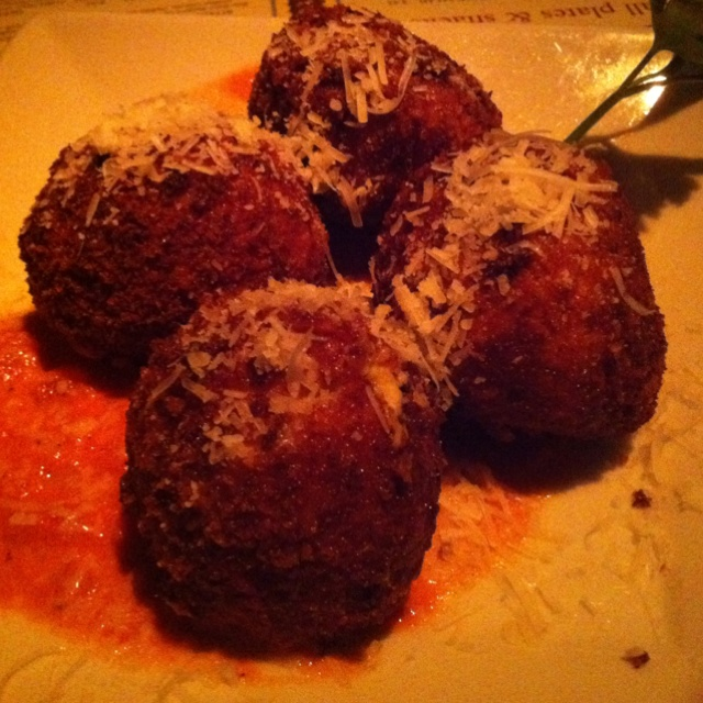 Cheesecake Factory fried macaroni & cheese balls... Delicious!!!