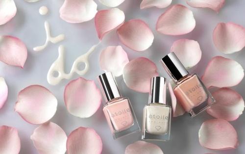 Trendy Wedding Manicure Ideas | 6. Diamond dust nails