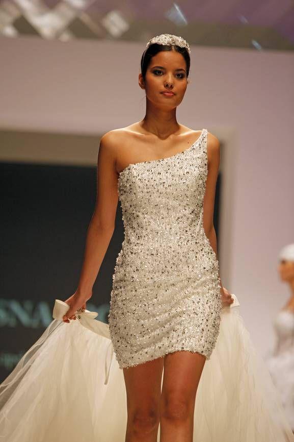 28 innovative wedding dresses in vegas for Vegas style wedding dresses