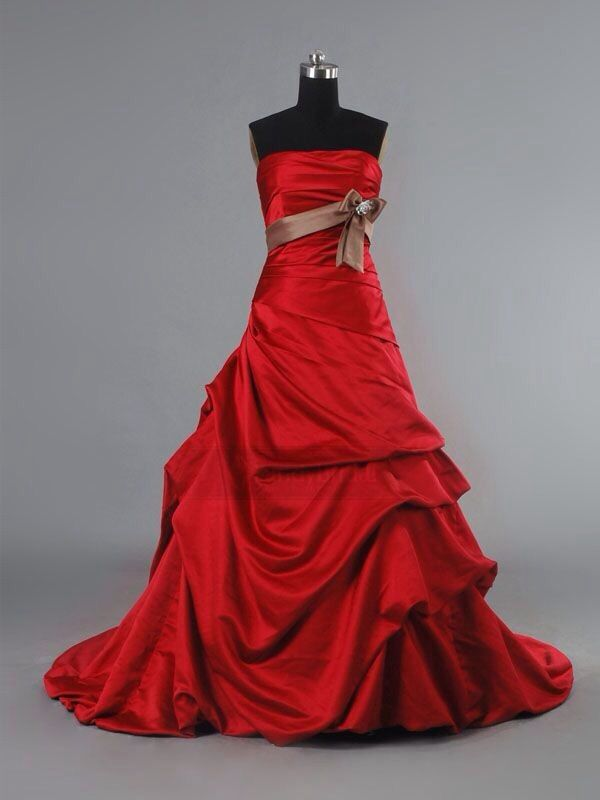 Love this red wedding dress with a white ribbon though