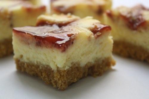strawberry swirl cheesecake bars | recipes | Pinterest