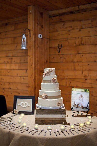 Barn wedding cake table ideas budget friendly dessert tables barn wedding cake table ideas rustic wedding cake table junglespirit Choice Image