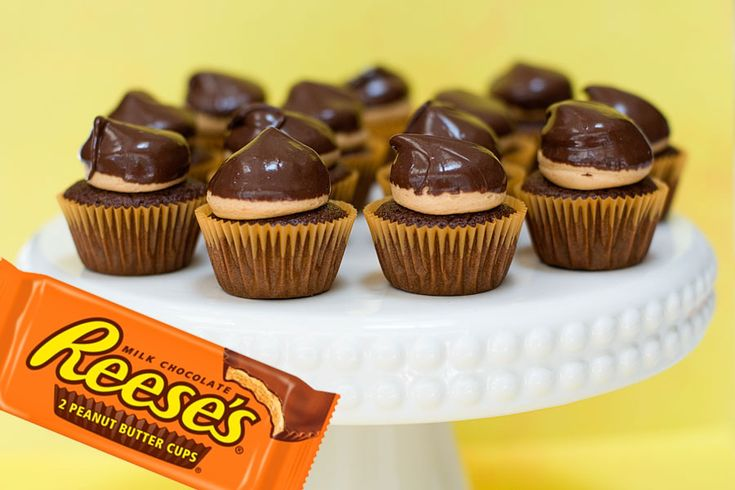 Reese's Peanut Butter Mini Cupcakes look so good!