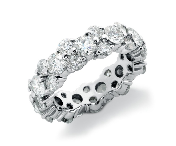 fabulous The huge 25carat diamond ring on the First Ladys left hand ...