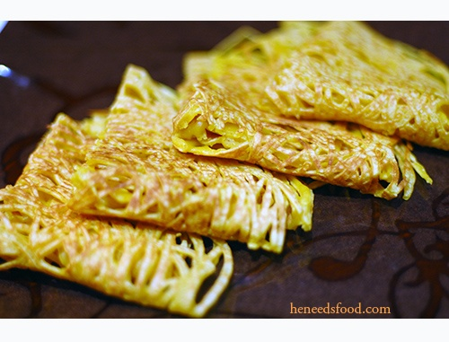 Malaysian chicken curry with roti jala | Food: Malaysian | Pinterest