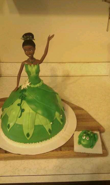 Princess Tiana Cake Pictures : Princess tiana cake Cakes! Pinterest