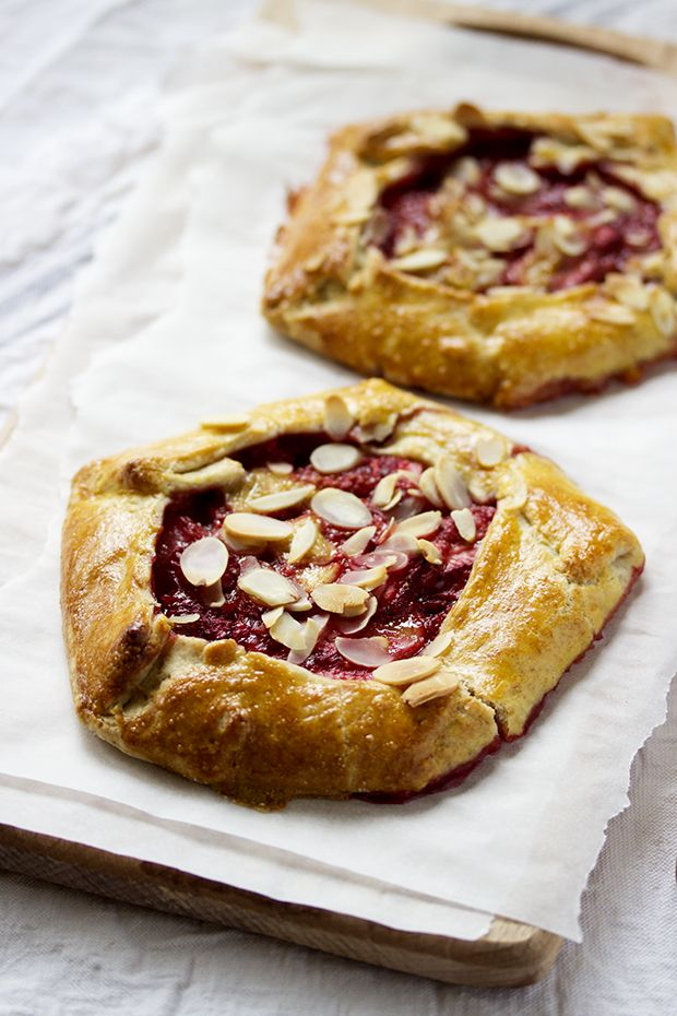 Strawberry Banana Galettes | COOK RESORSES | Pinterest