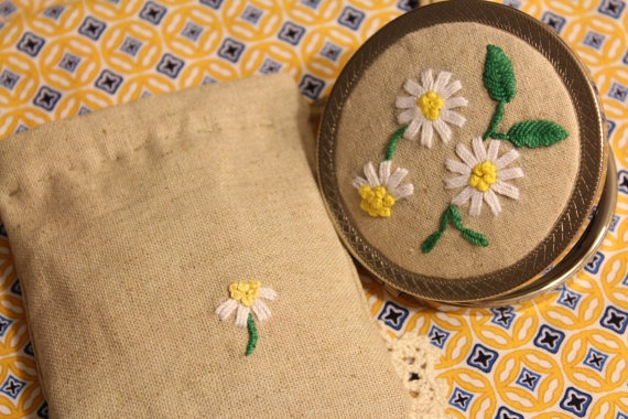 Hand Embroidery Compact Pocket Mirror with Bag - Daisy. handmadetime on etsy