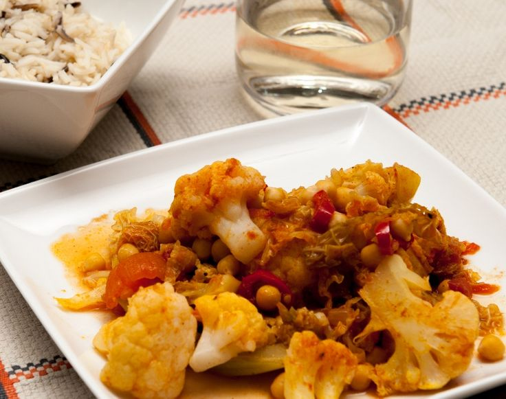 Cauliflower, chickpea and savoy cabbage curry - A delicate vegetarian ...