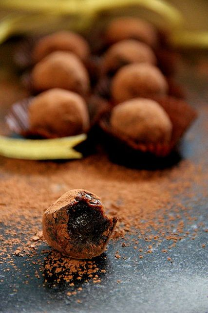 Spicy Chilly: Date & Cocoa Raw Truffles | Side Dishes | Pinterest
