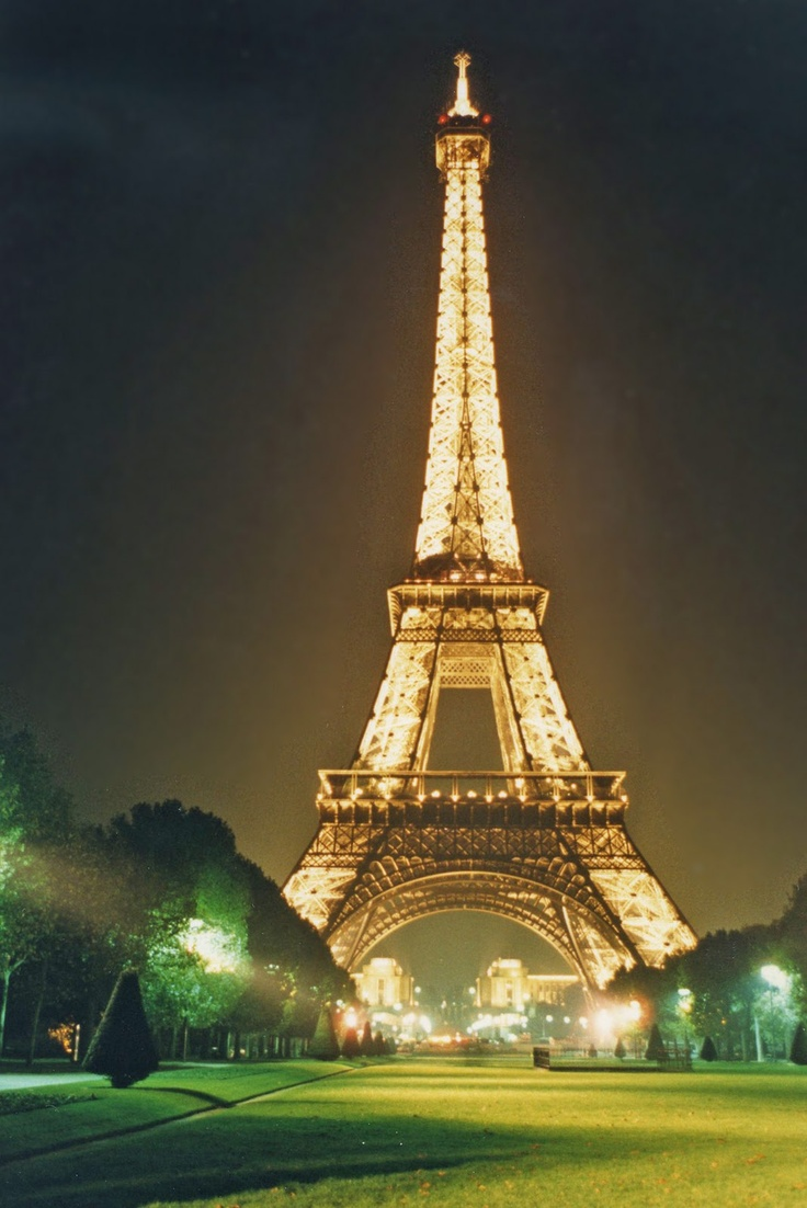 Eiffel tower paris france places i have been europe for Places to stay near eiffel tower