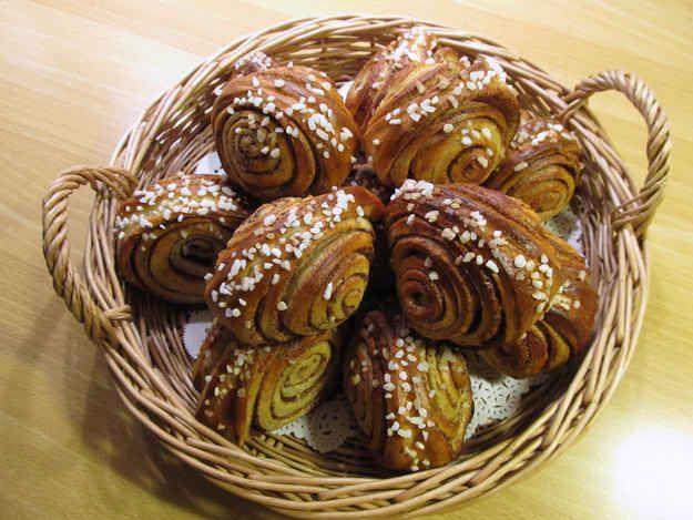 Korvapuusti (cinnamon and cardamon buns)   42 Traditional Finnish ...