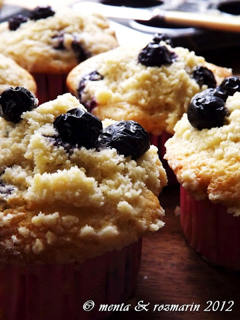 Yotam Ottolenghi's crumble, green apple & blueberries muffins...YUN