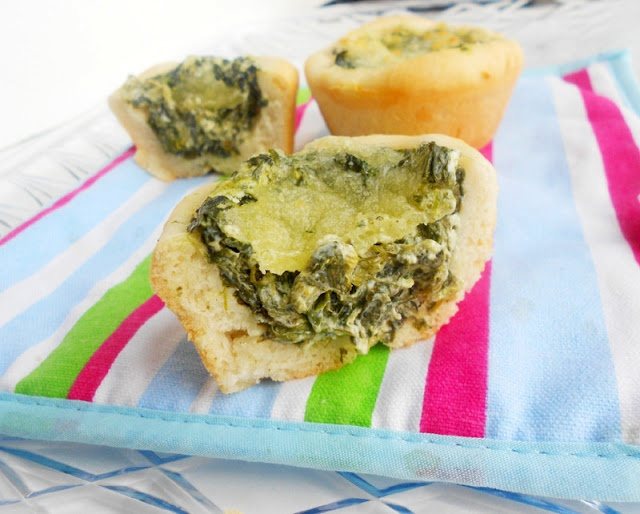 Baked Spinach Dip Mini Bread Bowls | Yum APPETIZERS | Pinterest