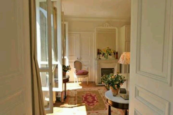 Paris apartment cases of interior design pinterest for Designer apartment paris