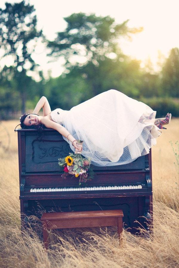 a gorgeous piano portrait   Photography by threenailsphotography.com