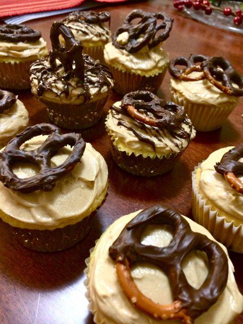 pb chocolate covered pretzel cupcakes | all things yummy & fun | Pint ...