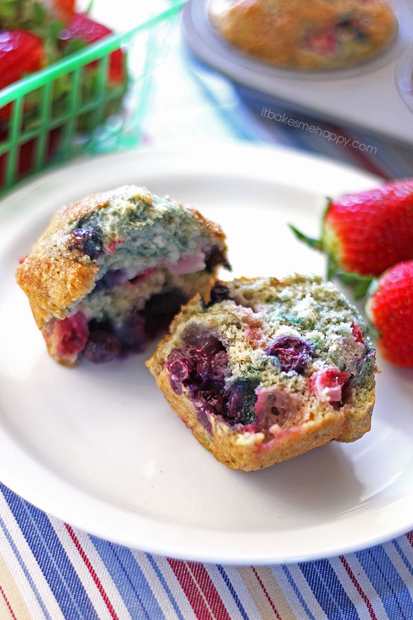 Very Berry Muffins - It Bakes Me Happy