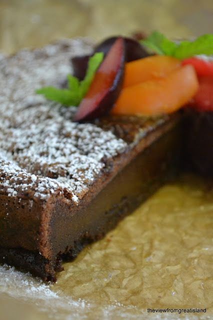 Flourless Nutella Cake: just 8 eggs and 2 cups Nutella