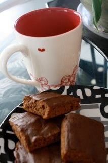 Fitness & Spice Breakfast Brownies    1 can Pumpkin Puree  2 T Coconut Oil  2 cups Chocolate Protein Powder  2 T Dark Cocoa Powder  1/2 t Baking Powder  1/2 t Baking Soda  Combine all ingredients in a large bowl. Stir. Pour into a prepared 8×8 pan and bake at 350 for 15 minutes. Allow to cool and serve with the topping of your choice. - maybe this could break my protein bar habit.