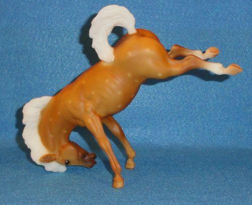 ... CLASSIC MODEL HORSE #932 DAPPLED PALOMINO BUCKING BRONCO 1995-96