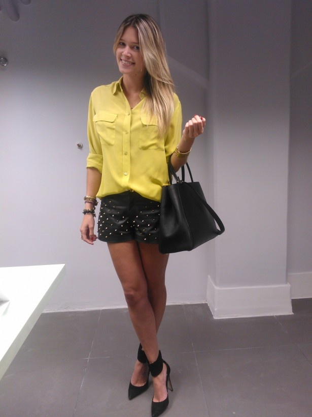 Camisa amarela + short spikes