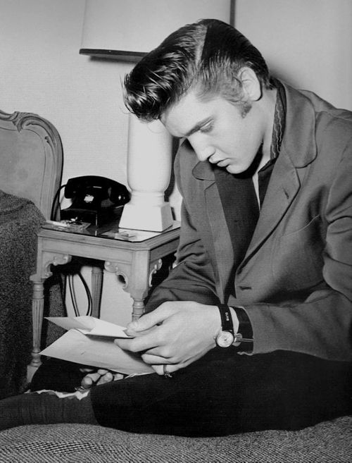 Elvis Presley reading mail | To Die For