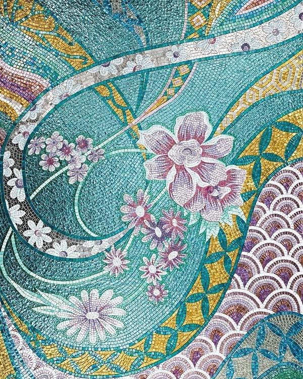 Mosaico en turquesa, rosa y amarillo