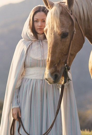 Aes Sedai with horse