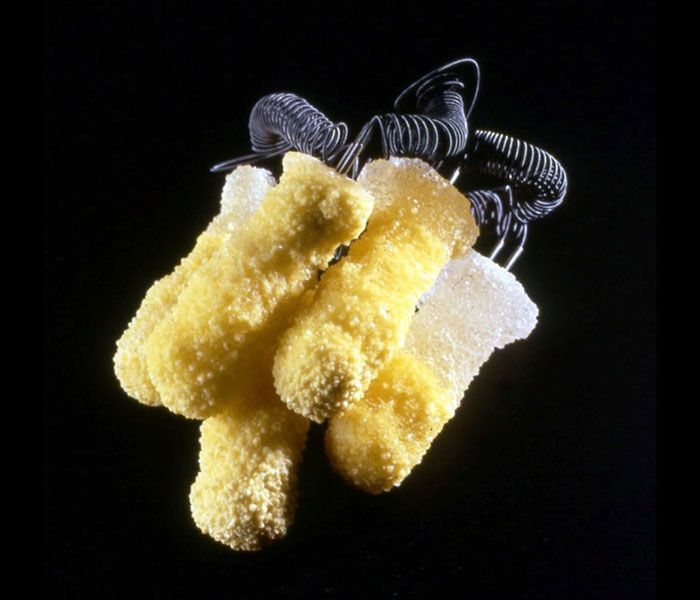 Body Language?  - Ruudt Peters Brooch: Xanthosis, 1997 Silver, Sulphur 8,5 x 6,5 x 8,5 cm Lapis series