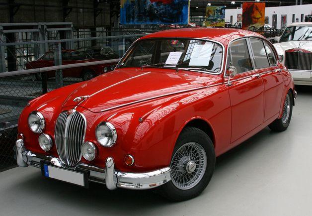 I love old/classic cars. #jaguar