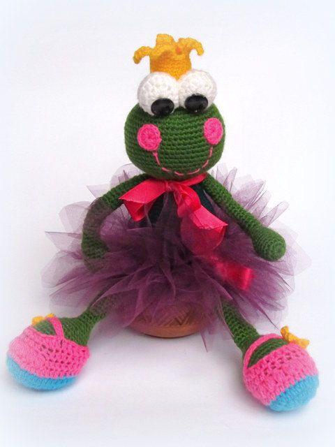 Amigurumi Green Frog : Crocheted frog toy, Crocheted toy, Amigurumi toy, Frog toy ...