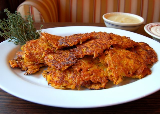 sweet potato latkes // much healthier than using potatos, but i guess ...