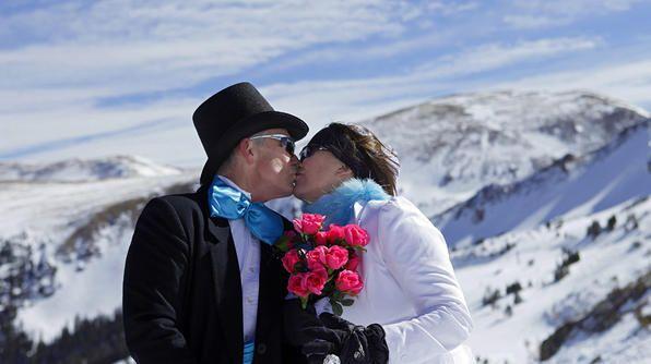 Romantic Kisses Around the World #ValentinesDay