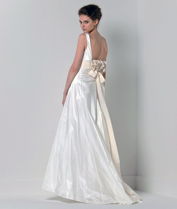 Best italian wedding dress designers bridal studio for Italian wedding dress designers list