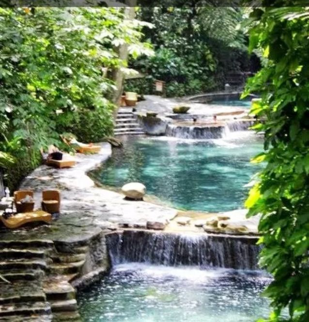 Amazing pool and hot tub outdoor retreat backyards for Amazing pool designs