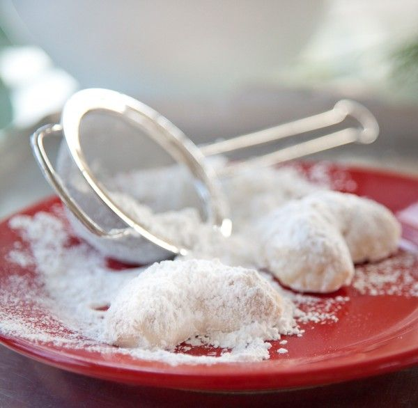 Almond Crescents – A Simple Holiday Cookie Recipe for The Great ...