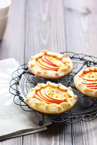 Peach Galette - The linked website is in Catalan.