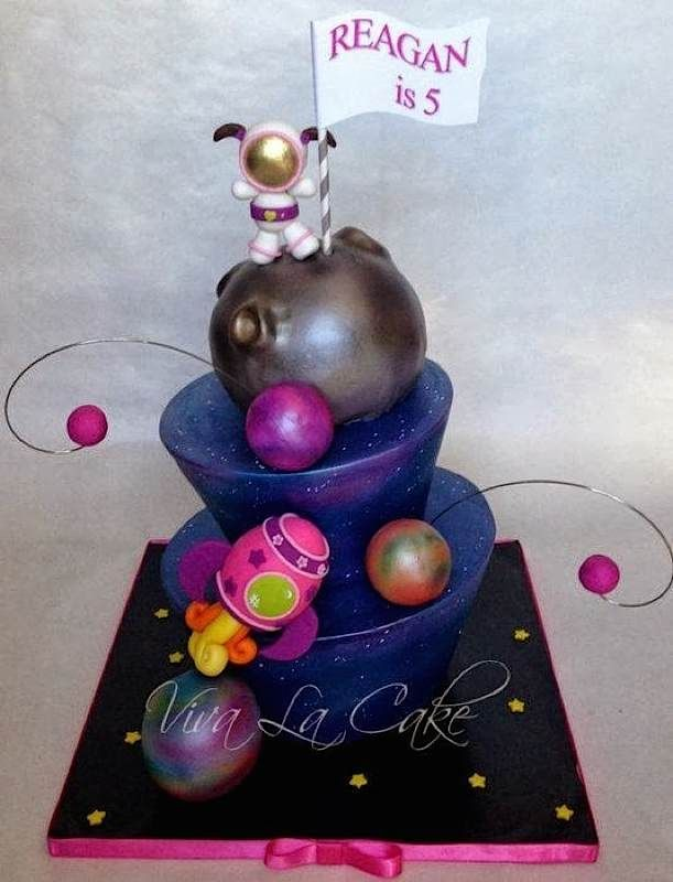 Space cake cakes pinterest for Cake decorations outer space